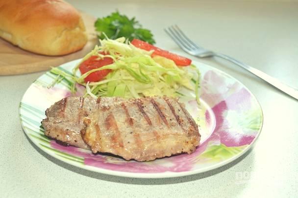 Такое мясо отлично сочетается с любым гарниром и овощами. Приятного аппетита!