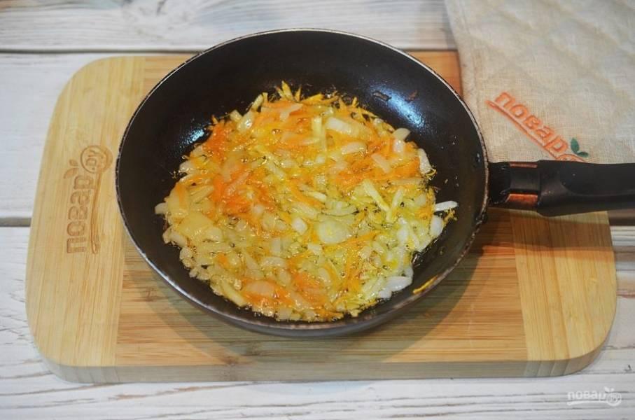 5. Обжарьте овощи на сковороде с добавлением масла.