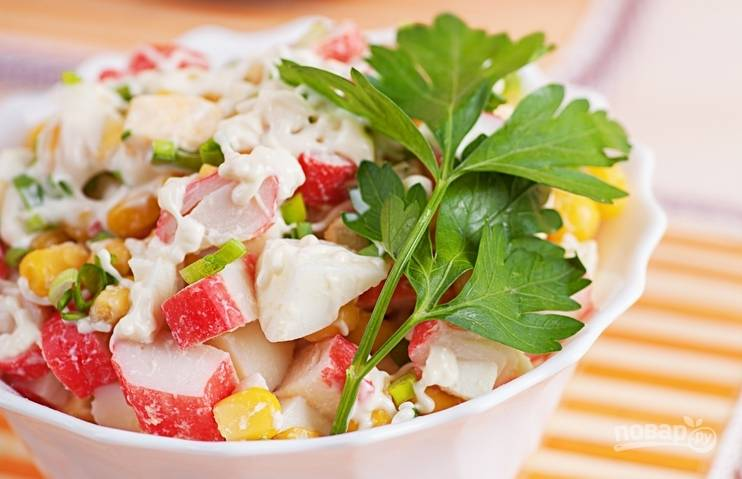 Салат из крабового мяса классический