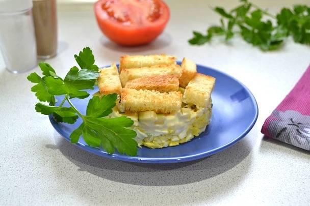 7. И подавайте салат к столу. Недорого и просто! Приятного аппетита!