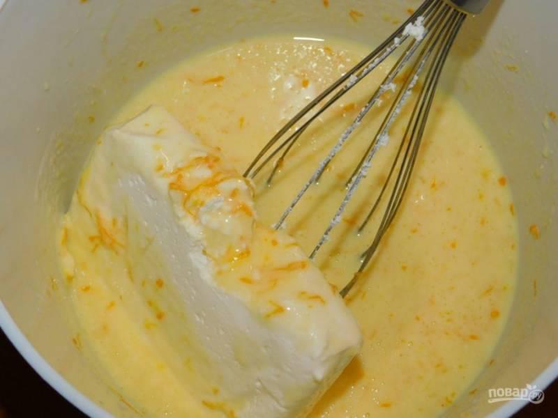 Добавьте йогурт, цедру апельсина, творог и соду.