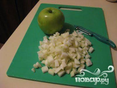 3.Остальные овощи и фрукты тоже помыть, почистить и измельчить, порезав на небольшие кусочки.