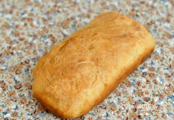 7. Отправьте форму в духовку и выпекайте хлеб до румяной корочки.