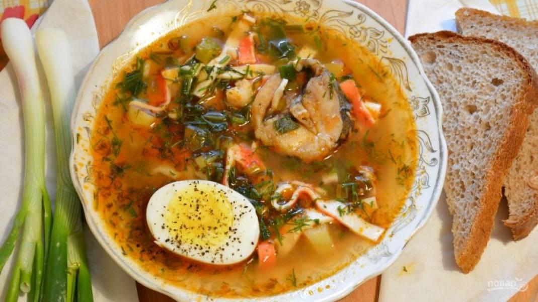 7.Когда суп настоялся – подавайте его на стол, украсив зеленью.