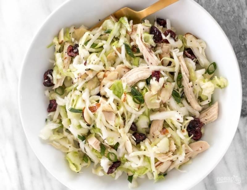 6.Готовый салат подаю в большом блюде, он хорошо сочетается с гарнирами, а также очень вкусный сам по себе.