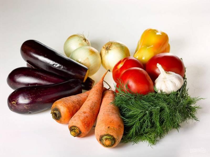 1. Приготовить баклажанную икру очень просто. Сейчас, в сезон этого замечательного овоща, будет грехом не приготовить это замечательное блюдо. Количество продуктов регулируйте сами.