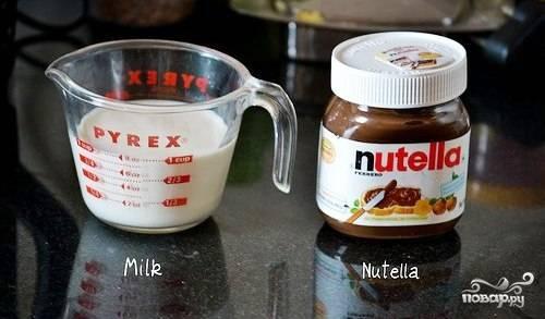 Все просто, как дважды два. Нам понадобятся только два ингредиента - это молоко и непосредственно Нутелла.