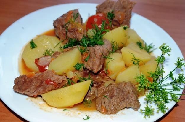 Свинина по-домашнему получается невероятно вкусной, сытной и ароматной - просто объедение. Приятного вам аппетита!