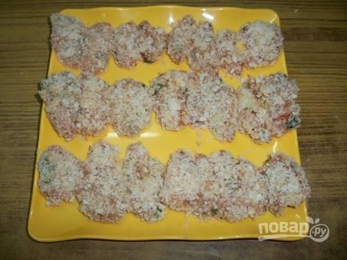 9.Выложите мясо в панировке на поднос или тарелку.