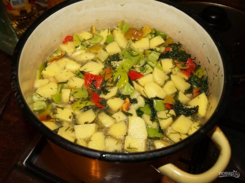 5. Для контраста перец можно взять зеленый или красный.