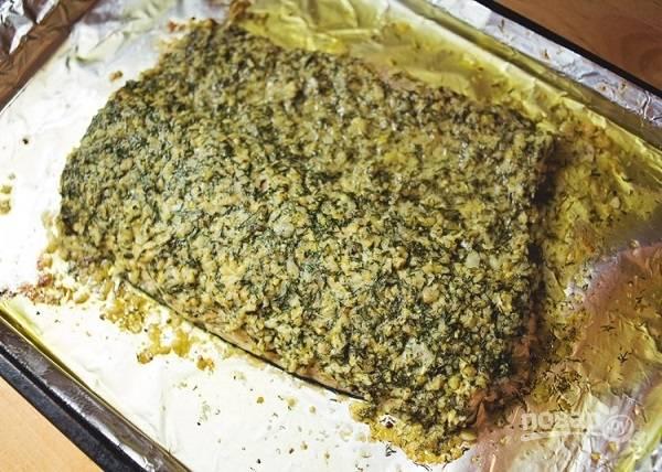 7. Вот такая аппетитная и ароматная запеченная семга с зеленью и орехами. Угощайтесь!