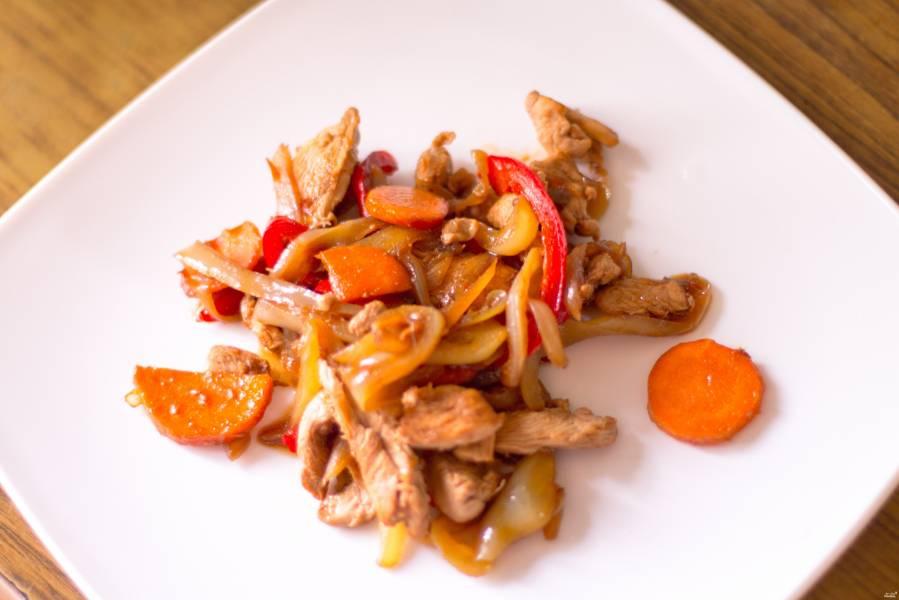 Куриное филе в воке с овощами
