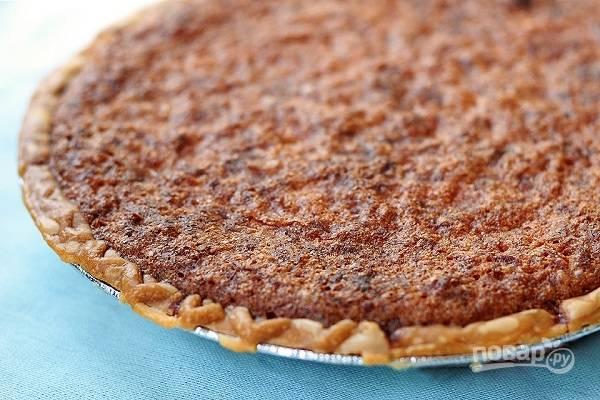 7. Я выпекаю пирог около часа до аппетитной коричневой корочки. При желании время запекания вы можете сократить. Перед подачей остудите и нарежьте пирог порционными кусочками. Вкусного вам чаепития!