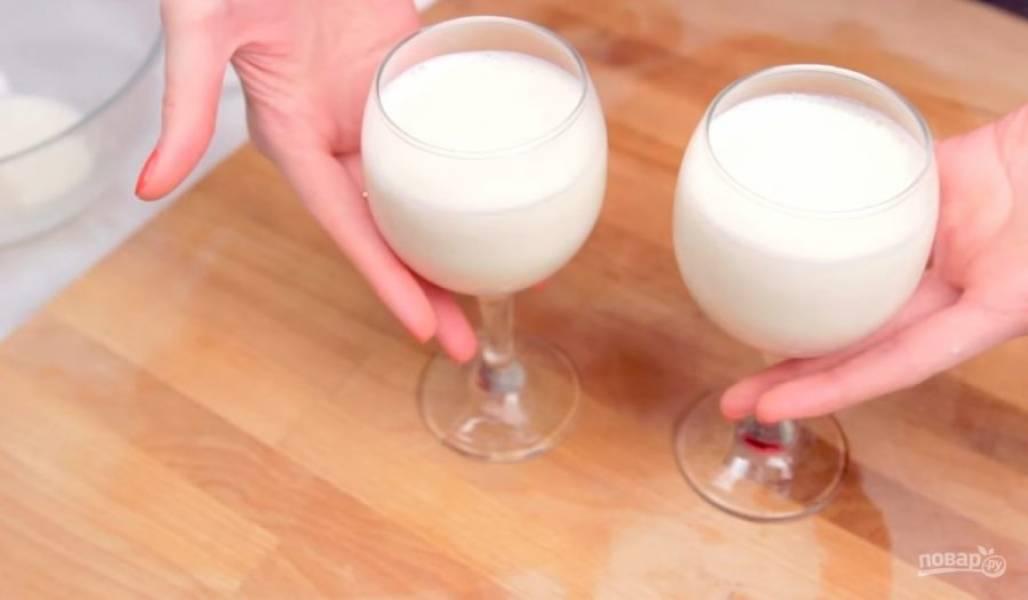 3.  Затем через сито добавьте желатин к сливкам и хорошо перемешайте. Разлейте его по формам и оставьте в холодильнике на 2-4 часа.