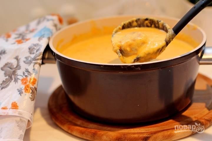 9. Выложите в суп фрикадельки, проварите несколько минут. Все, супчик можно подавать к столу, при желании дополнив зеленью.
