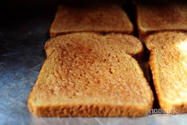 4. Готовьте тосты в духовке в течение 10 минут, а затем угощайтесь.