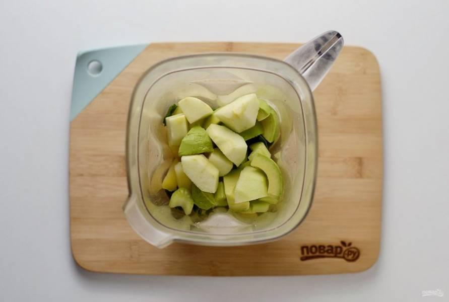 Все ингредиенты измельчите в блендере до однородной кремовой консистенции.