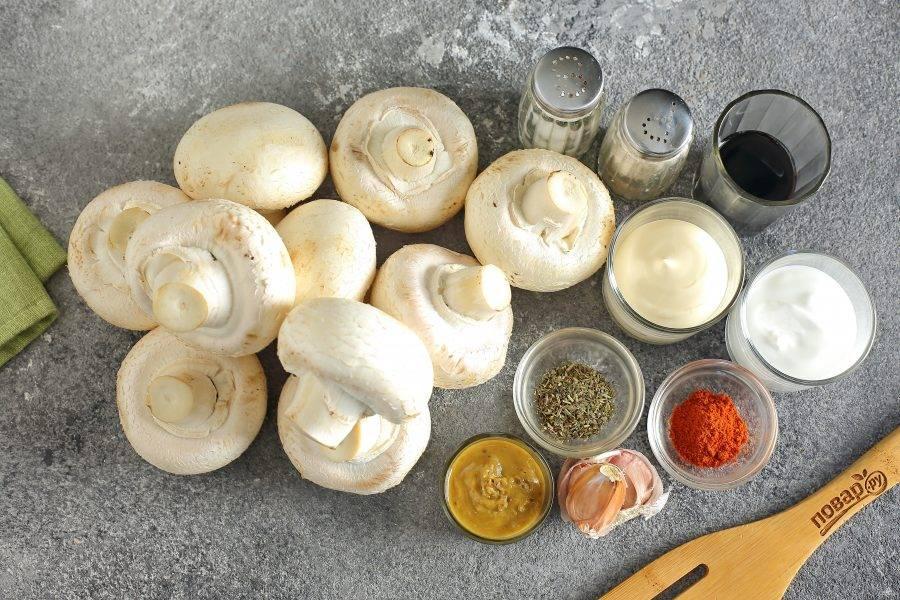 Подготовьте все ингредиенты. Используйте для шашлыка шампиньоны среднего или крупного размера.