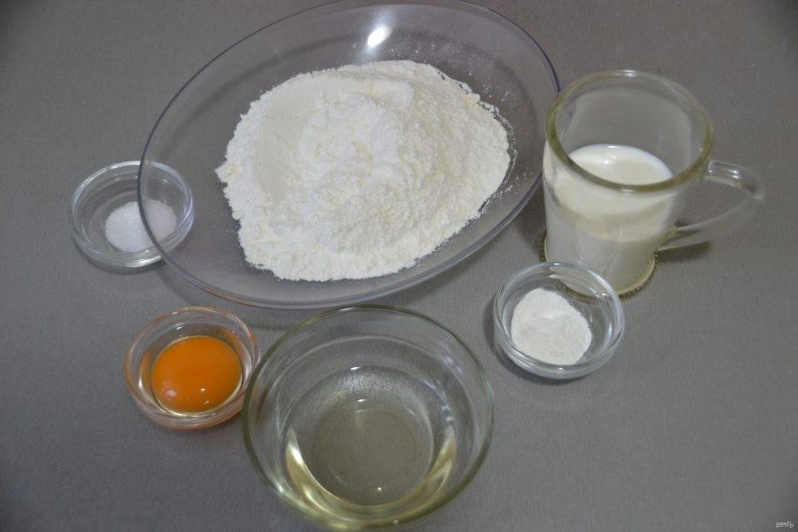 Если у вас есть тесто фило, используйте его, если такого теста нет, то замесите тесто из муки,  теплого молока, добавьте 1 яичный желток, соль, разрыхлитель и растительное масло.