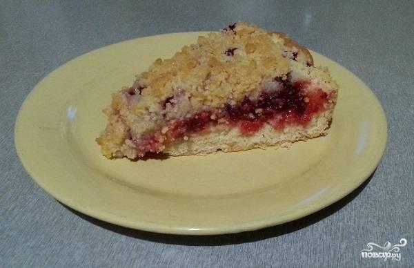 Быстрый пирог с брусникой