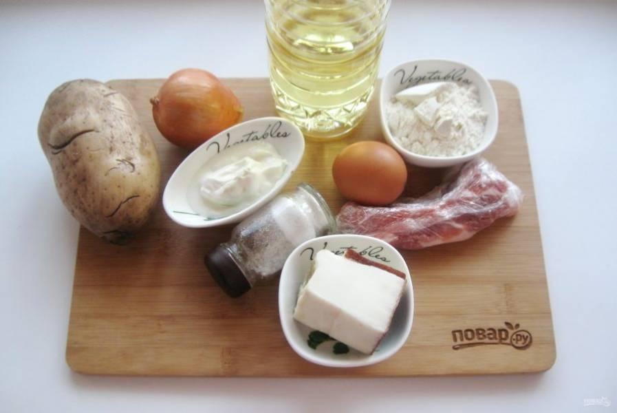 Подготовьте ингредиенты для приготовления драников с мачанкой.