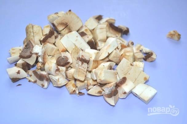 5. Вымойте, обсушите и измельчите грибы.
