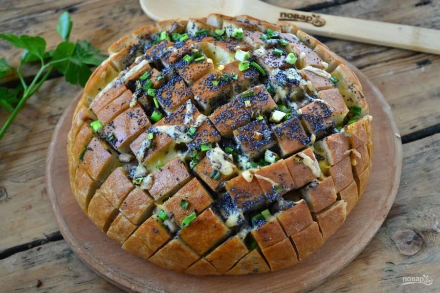 Заверните хлеб в фольгу, запекайте его в течение 15 минут, затем фольгу разверните и подержите хлеб в духовке еще пару минут. Итальянский закусочный хлеб готов! Кушайте с удовольствием!