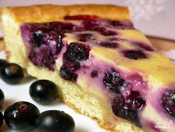 Пирог со смородиной и йогуртом