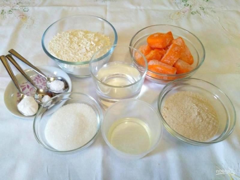 В первую очередь подготовьте ингредиенты, необходимые для приготовления тыквенно-гречневых панкейков. Тыкву для этой выпечки лучше использовать сладкую, в замороженном или свежем виде.