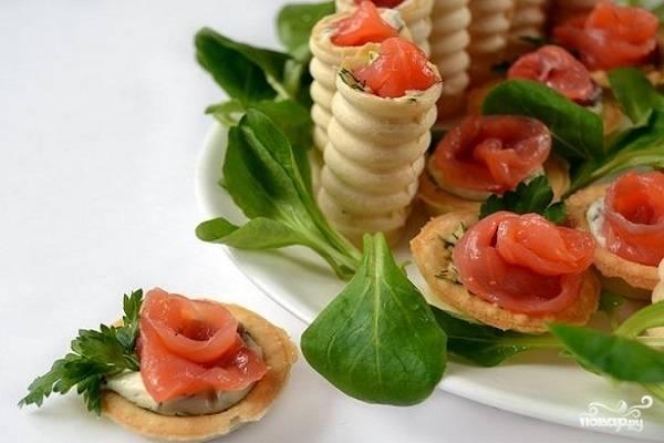 Тарталетки с семгой и сыром