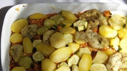 Снова выкладываем слой запечённых овощей.