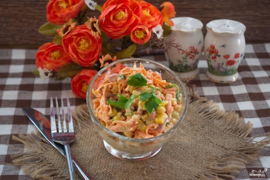 Вкуснейший салат готов буквально за 5 минут. В пропитке такой салат не нуждается.