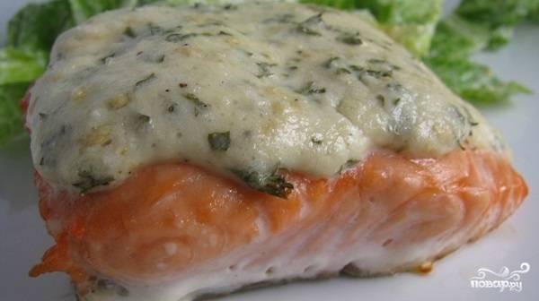 Запеченная красная рыба с сыром