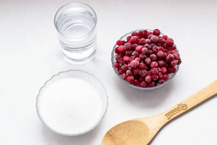 Подготовьте все необходимые ингредиенты. Ягоды размораживать предварительно не нужно.