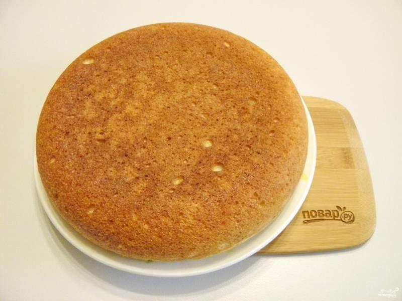 Готовый творожный пирог с манкой остудите полностью. Подайте со сгущенкой или любимым вареньем. Приятного!