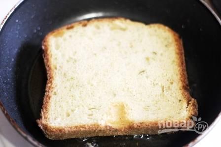 4. А теперь просто обжарим каждый бутерброд с двух сторон на растительном масле.