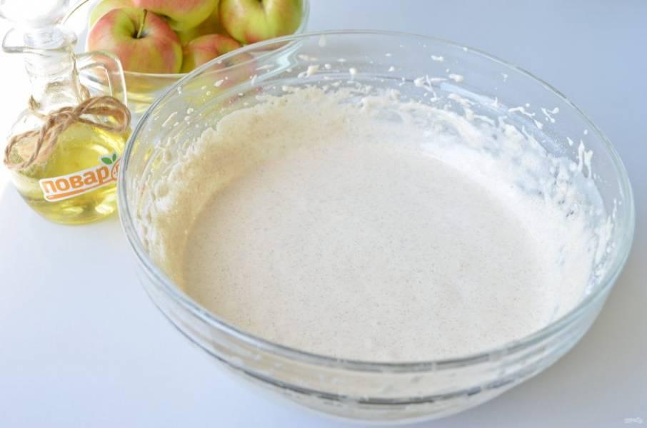 5. Тесто для шарлотки готово. На этом этапе можно добавить ванильный экстракт, если желаете.