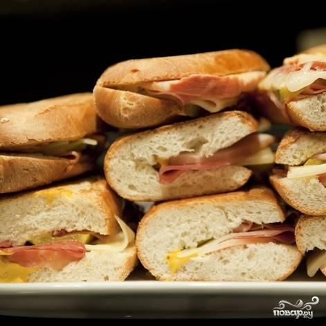 6. Сэндвичи с ветчиной и сыром готовы! Приятного аппетита!
