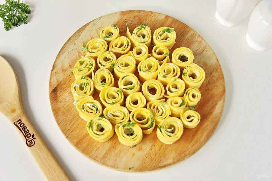 Нарежьте кружочками толщиной 0,7-1 см.