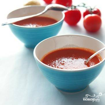 Добавляем в суп мелко порубленную петрушку - и сразу же, горячим, подаем к столу.