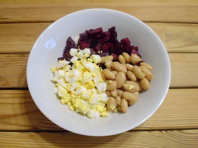 4. Складываем ингредиенты в салатник.