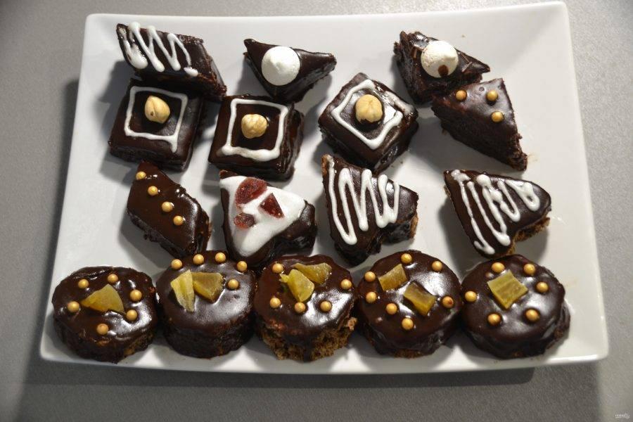 """Я украсила """"Птифуры"""" шоколадным гляссажем, рецепт приготовления которого я указала выше."""