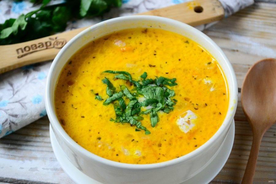 Снимите суп с огня, оставьте на 15 минут, чтобы он настоялся. Кушайте с удовольствием!