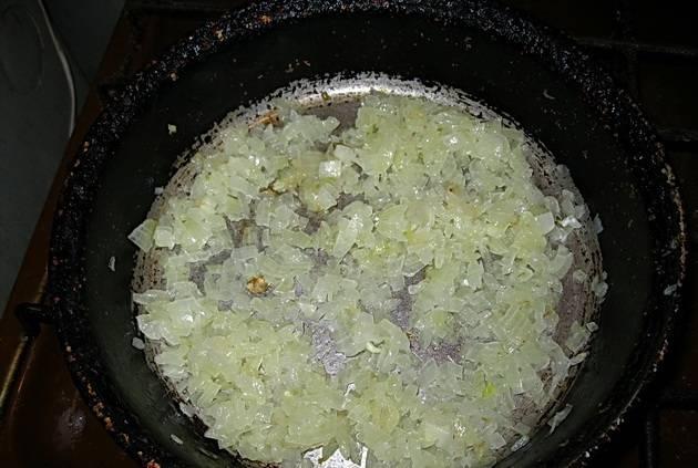Обжарьте на растительном масле до золотистой корочки.