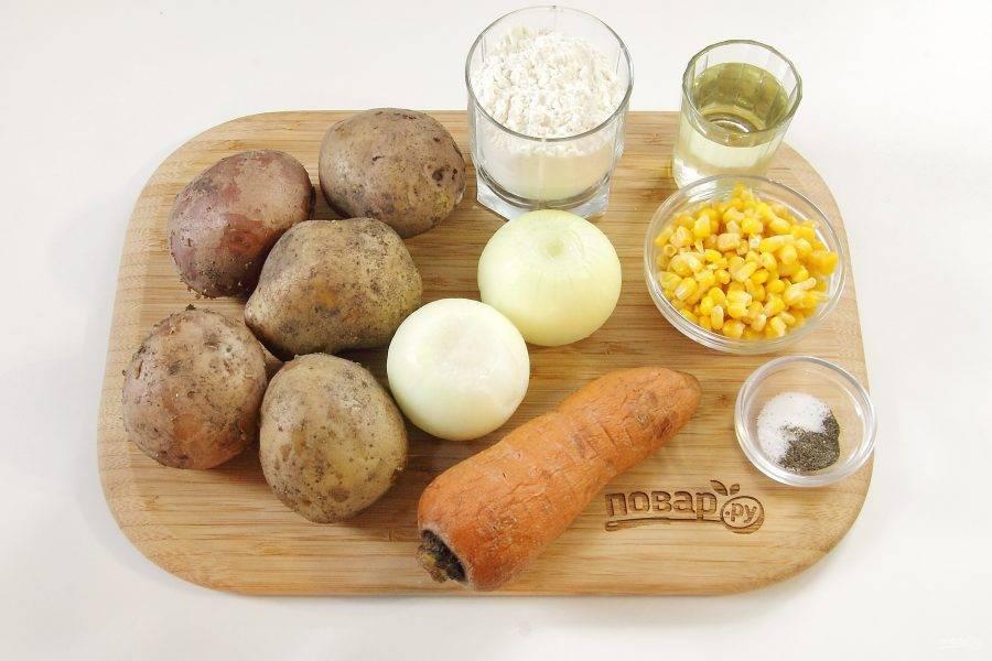 Подготовьте все ингредиенты. Картофель отварите заранее в мундире и дайте остыть. Морковь также отварите целиком и остудите. Лук очистите.