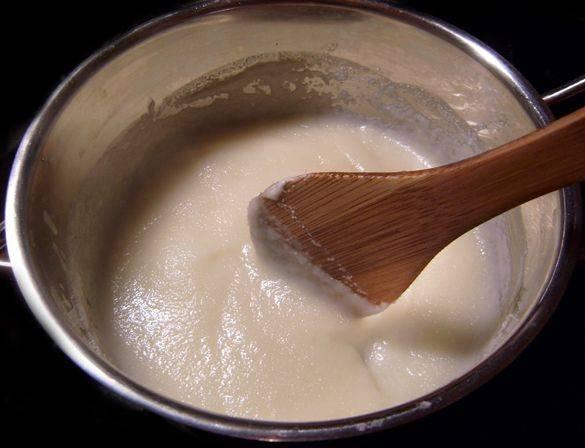 Манку сварить в молоке. Охладить.