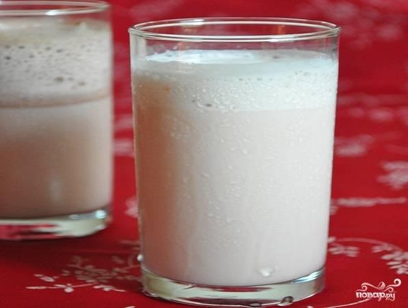 Молочный коктейль с сиропом