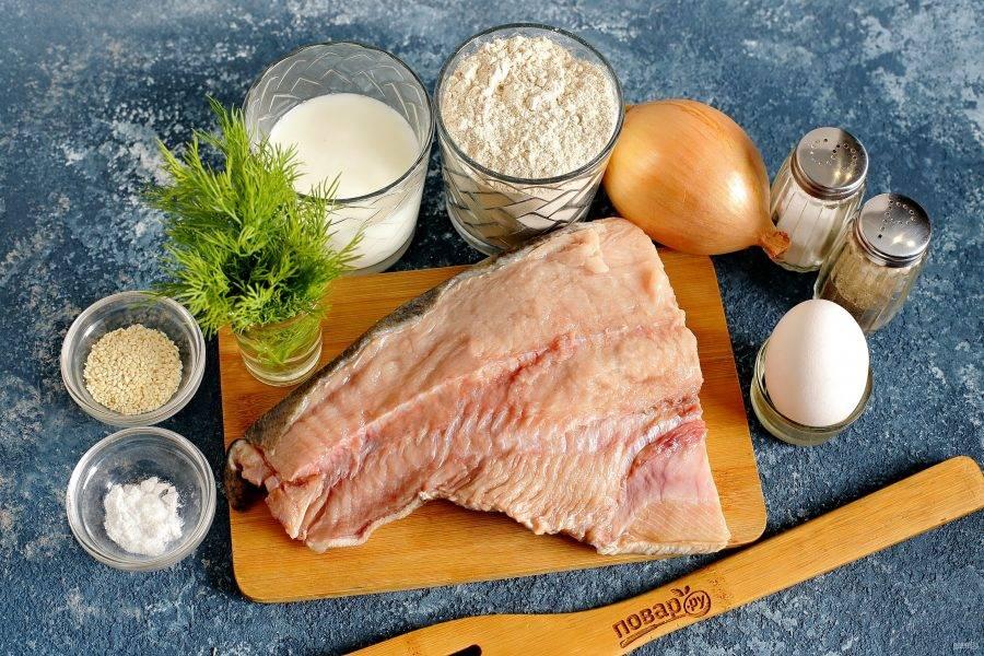 Подготовьте все ингредиенты. Я буду использовать для приготовления пирога кету, но вы можете заменить ее на любую рыбку по вкусу.