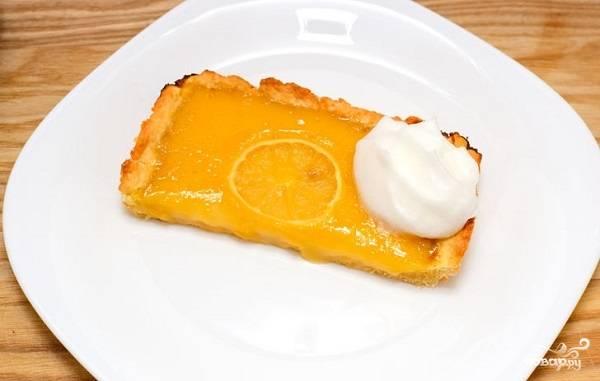 """14. Вот и весь секрет, как приготовить пирог """"Лимонник"""". Остудите немного, нарежьте порционными кусочками и подавайте к столу. Приятного аппетита!"""