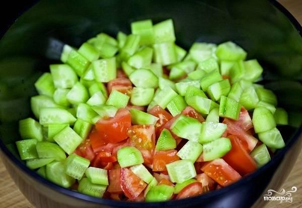 3. Обязательно рекомендую использовать свежий огурчик, он очень освежает салатик.